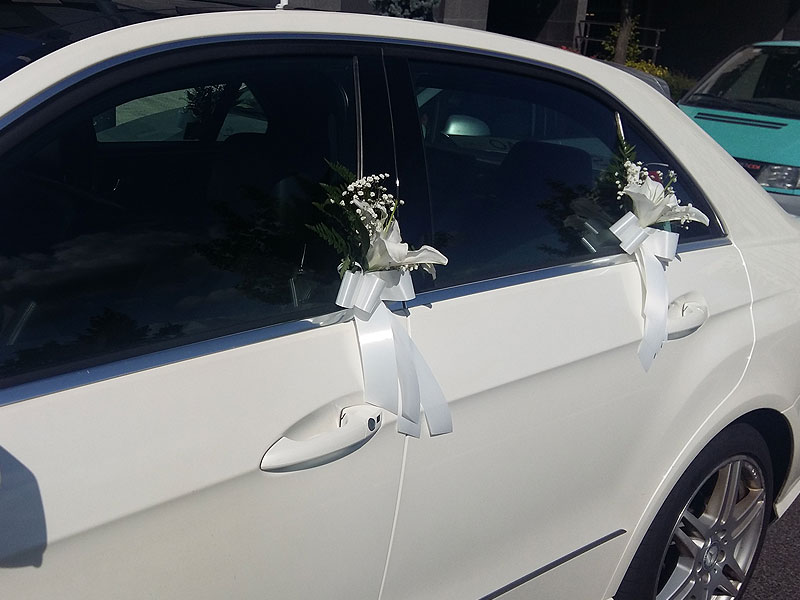 Detalle Floral en Vehículos Mercedes para Bodas en Bilbao
