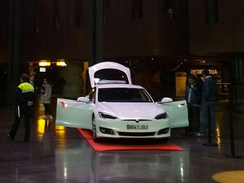 Presentación de Nuevo Tesla S 75 D, en la Alhondiga Class Taxi Mercedes Presentación de Nuevo Tesla S 75 D, en la Alhondiga de Bilbao